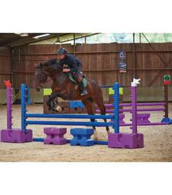 Pferdezubehör: Hindernisblöcke und Hindernisstangen aus Kunststoff