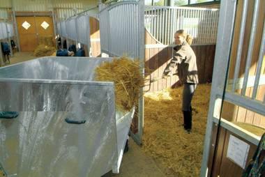 Pferdezubehör: Großraumkuli der unentbehrliche Helfer für viele Aufgaben